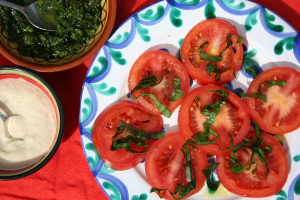 easy tomato salad with wild garlic